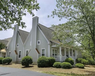Relaxing resort cottages in the beautiful gated community of King's Creek. - York