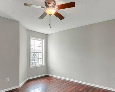 Private room with own bathroom - Virginia Beach , VA 23452