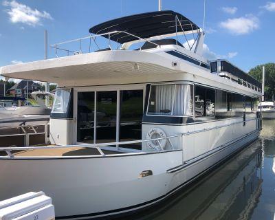 2009 Monticello River Yacht