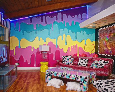 Dope Art House with Festival-Style Backyard, Sherman Oaks, CA