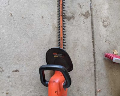 """Black and Decker Hedge Trimmer - 22"""""""