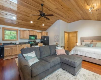 A Quiet Place   Private Studio Loft with Outdoor Patio & Firepit! - Swannanoa