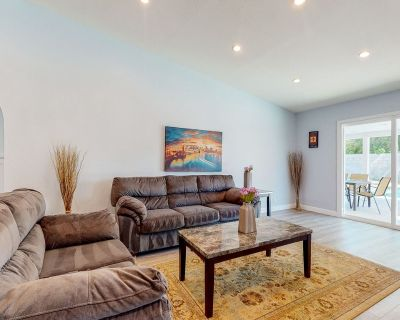Family-friendly house w/heated outdoor pool, pool table, enclosed yard, & grill! - Cathedral City