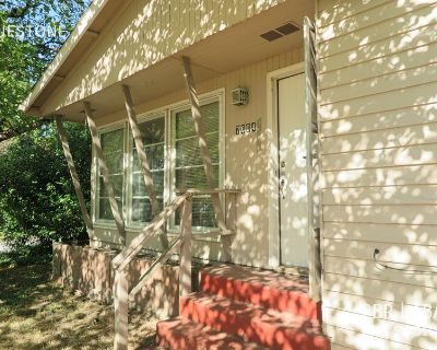 Single-family home Rental - 7604 SW 51st Ave