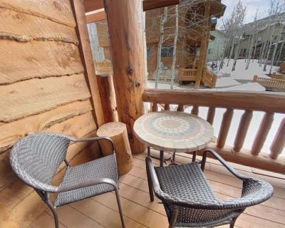 Free Ski Rental! Cabin Style Lodging at Timberwolf with 2 Hot Tubs - Park City