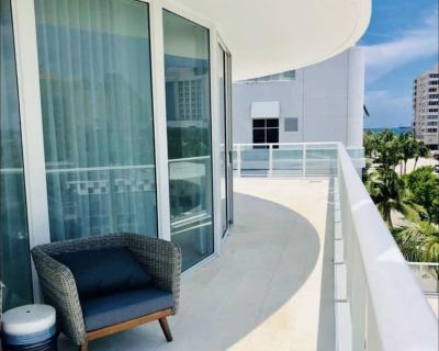 Fully Furnished 3 bedroom 3.5 Bath Condo with oversized balcony - Central Beach