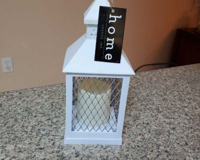 HOME TRENDS, WHITE LANTERN WITH CHICKEN WIRE, USES 3-AAA BATTERIES, BRAND NEW NEVER BEEN USED, EXCELLENT CONDITION, SMOKE FREE HOUSE