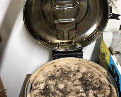 Breville pizza oven Only used a half dozen times. New over $190.00