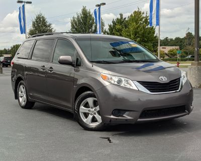 Pre-Owned 2013 Toyota Sienna LE FWD Minivan