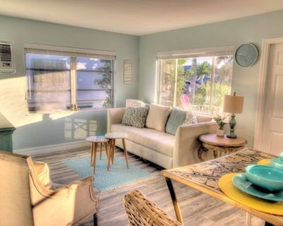 2 Beach Access, Close to Time's Square, On water - Fort Myers Beach
