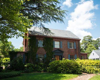 Quaint Historic Home walking distance to Historic Williamsburg - Williamsburg
