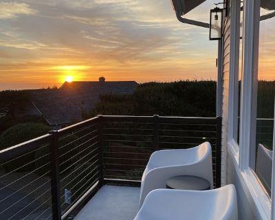 Panoramic Ocean Views, Easy Beach Access and Hot Tub! - Gearhart