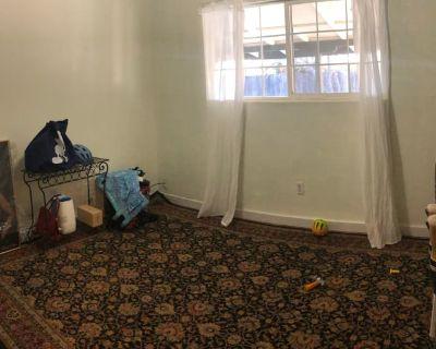 Private room with shared bathroom - Santa Rosa , CA 95407