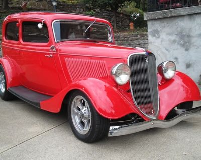 1933 Ford Model 40 2-door All-Steel Sedan