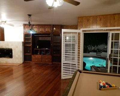 4,500+ sqft house with pool: 5 bedroom + 2 Dens & 5 bath home Centrally located - Ladera Heights