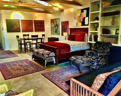 Sallie's BEST Guesthouse: GREAT NEIGHBORHOOD, comfortable, convenient, beautiful - Hollywood