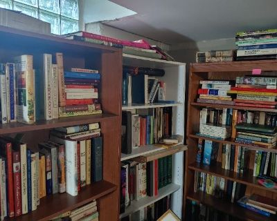 Amateur Resale Dealer Liquidation & Moving Sale Books & Vintage Decor