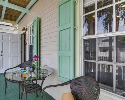 PARADISE PLACE - Cozy & Romantic, Pet Friendly Condo, Dipping Pool + Grill - The Meadows