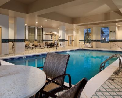 Equipped King Suite with FREE SHUTTLE | Free Breakfast + Gym Access - Buckhead Village