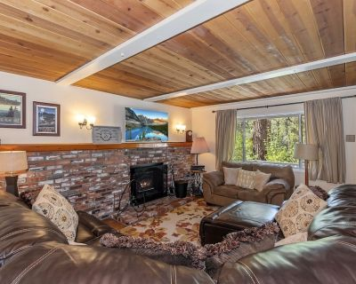 Bear Mountain Getaway: Peaceful, Quiet, Warm and Cozy Cabin with a Fenced Yard for the Dogs! - Big Bear City