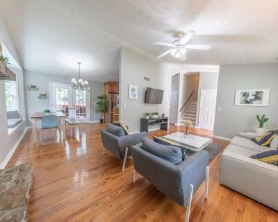 Luxury for Business/Pleasure - Private Heated Pool - Austell