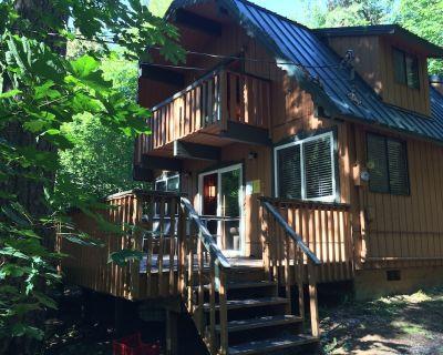 Cozy Cedar Cabin ~ Hot Tub, Fireplace, Pool Table, Wi-Fi, Fire Pit, Pet Friendly - Warnick