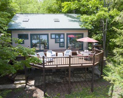 Walloon Lakefront - Wooded & Serene; Year-Round Beauty and Relaxation - Boyne City