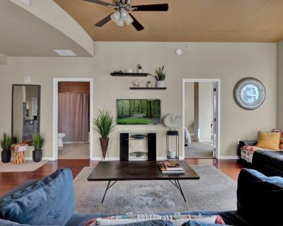Perfect 1/1 DOWNTOWN apartment beautifully styled - South Eola