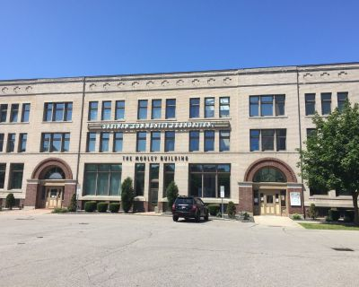 GREAT SPACE! 3,204 SF Professional Office. TRADEMARK 989-792-6400