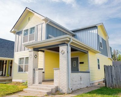 New 4 Bedroom House for Downtown Travelers!!! - Center Township