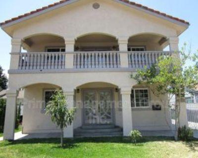 8518 Manatee St #FRONTUNIT, Downey, CA 90241 5 Bedroom Condo