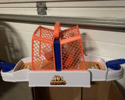 Portable carry table top Hot Hoops game