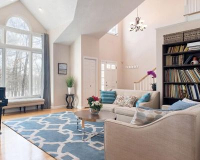 Beautiful and spacious 4bdr 3 bath house in Acton - Acton