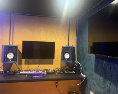 Hollywood Recording Studio with Isolated Vocal Booth - Perfect for Production & Writing Sessions!!, Los Angeles, CA