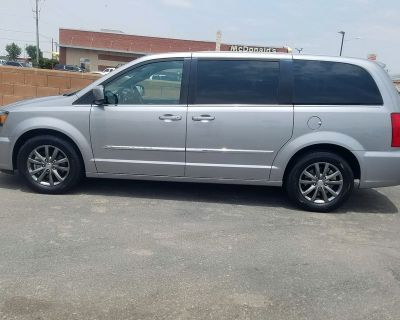 1-owner! 2016 Chrysler Town & Country S