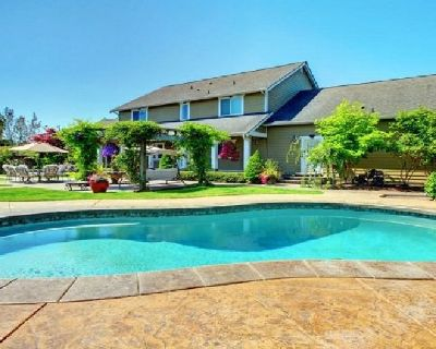 Construct New Luxury Swimming Pools in Bonita Springs | Contemporary Pools