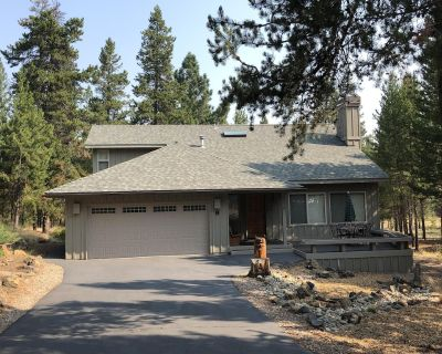 JULY and AUGUST DATES AVL. in SUNRIVER!,Remodeled, 2 King Suites, Pets, Hot Tub! - Sunriver