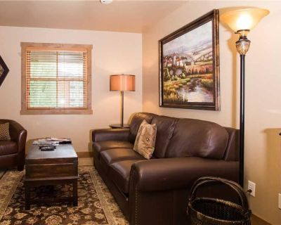 Well-Appointed Jupiter Inn rental. Winter in-town shuttle & community hot tub. Close to the slopes. - Park City