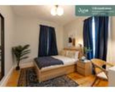 330 Queen room in Savin Hill 4-bed / 2.0-bath apartment