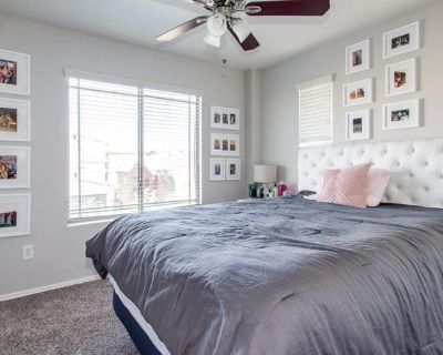 Private room with shared bathroom - Tempe , AZ 85281
