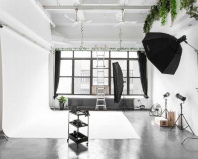 Daylight Loft Studio with 20 Foot Ceilings, Long Island City, NY