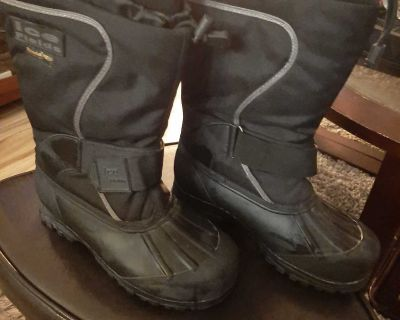 Snow boots - Size 10