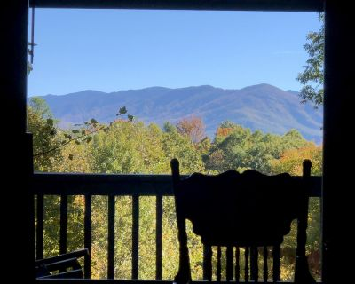Romantic*Mountain view* cozy secluded hideaway* close to attractions*whimsical - Gatlinburg
