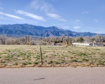Cozy Downtown 1 Bedroom-15 min to Ft Carson-10 min to Hospitals-pet Friendly-mtn View - Central Colorado Springs