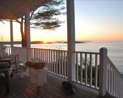 Enjoy Sweeping Waterfront View, Watch Lobster Boats from Porch - Peaks Island