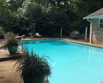 Want privacy, safety serenity - you just found it! 412 sq ft luxury space w pool - Hapeville