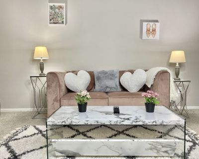 Quiet and Elegant but Comfy ATL Stay - Sandy Springs