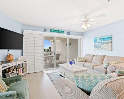 Friendly Condo with Private Washer/Dryer, High-Speed WiFi, & Beach Access - Miramar Beach