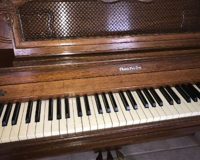 NICE ESTATE SALE WITH UPRIGHT BALDWIN PIANO, BOOKCASES, DAYBED AND MORE!