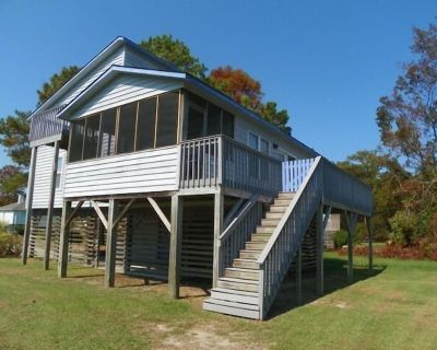 WATERFRONT! WITH 3 BEDROOMS (1 MASTER), COMMUNITY POOL AND SOUND-FRONT BEACH! - Colington Harbour